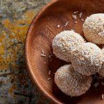 Энергетические шарики с кокосом и французской ванилью